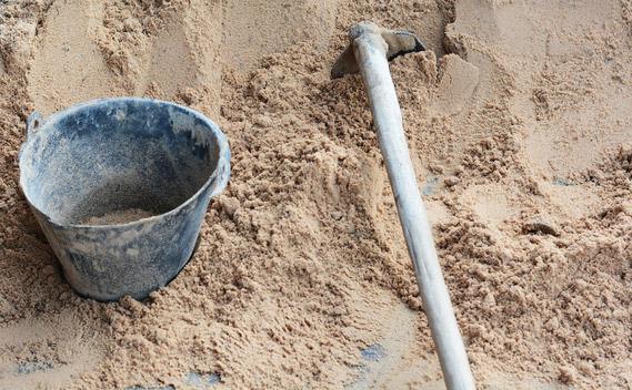 Wie entsorge ich den alten Sand aus dem Sandkasten am besten?